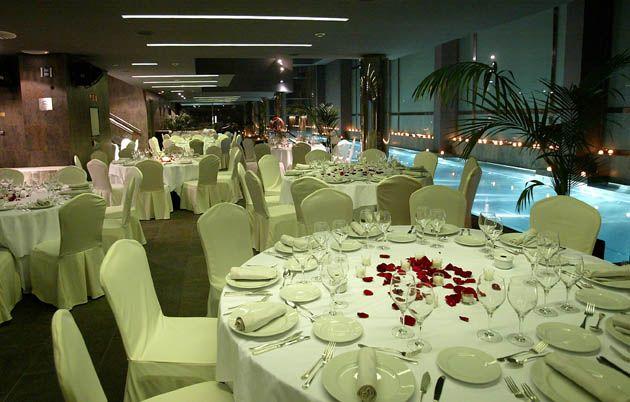 Свадьба в фешенебельном отеле с видом на город